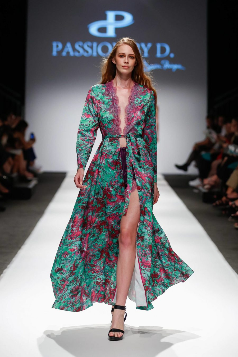 robe dress Fashion Show Vienna Fashion week 2019 - Passion by D