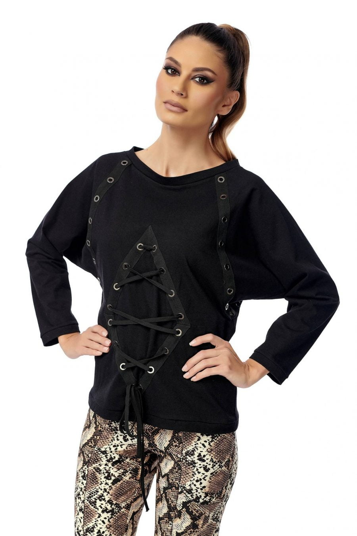 Raglan T-shirt with staples